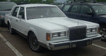 800px-'89_Lincoln_Town_Car.jpg